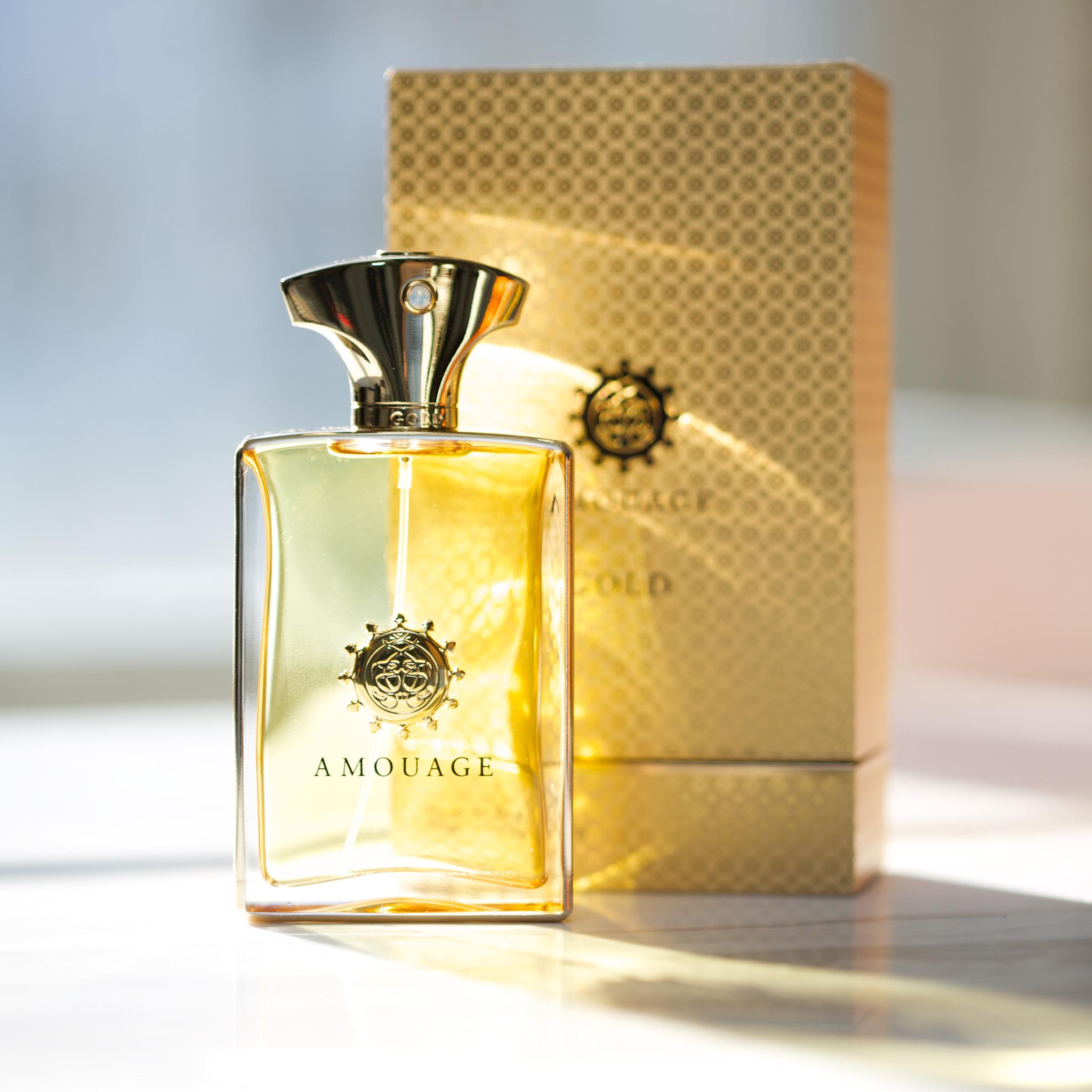Amouage Gold pour Homme Amouage for men gün ışığı vurmuş kutu şişe.jpg