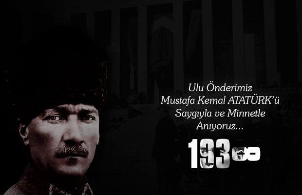 Atatürk MAreşal kalpaklı ve arkada Anıtkabir Allah rahmet eylesin.jpg