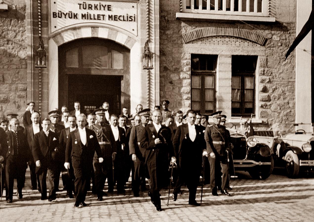 Atatürk ve TBMM.jpg