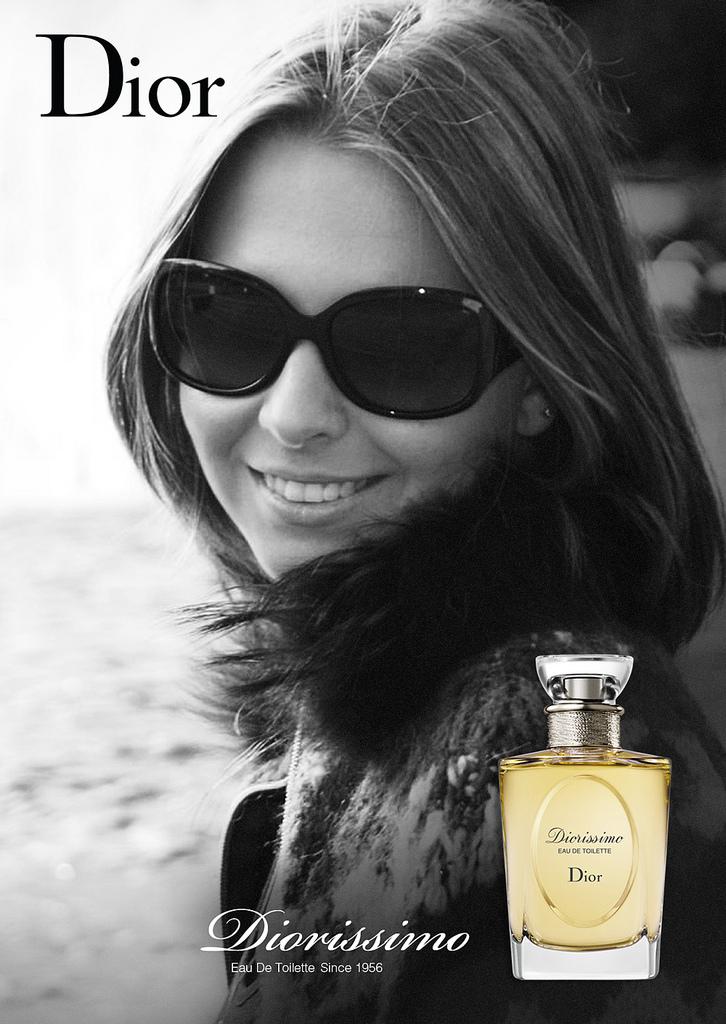 Christian-Dior-Diorissimo 2009 manken afiş güneş gözlüklü.jpg