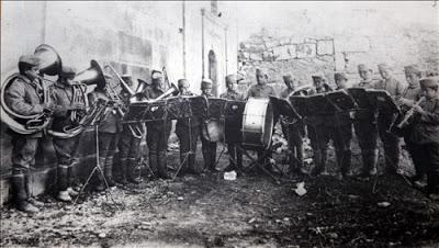 Kazım Karabekir Paşa Atatürk Kurtuluş Savaşı ve öncesi sonrası Çocuk asker bandocular.jpg
