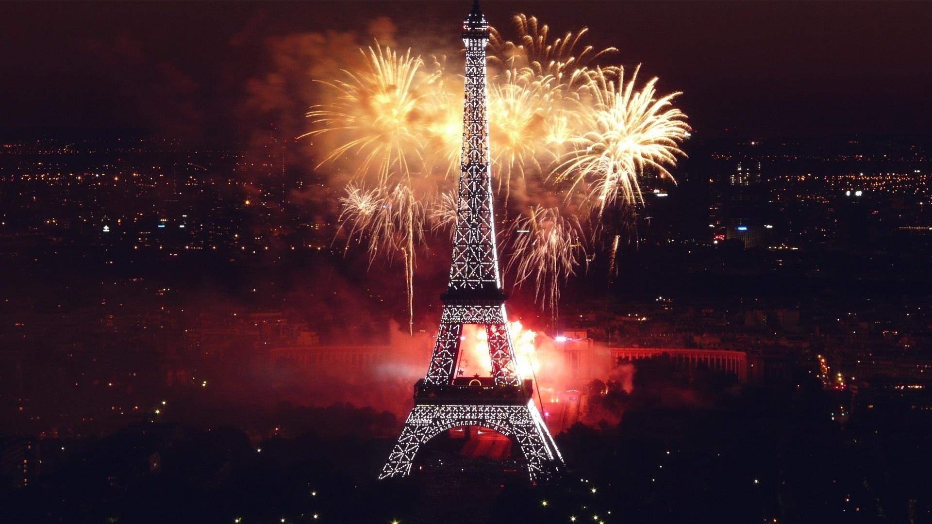 Paris Eyfel Kulesi Işıklandırma ve Havai Fişek dunyada-yeniyıl-kutlamaları.jpg
