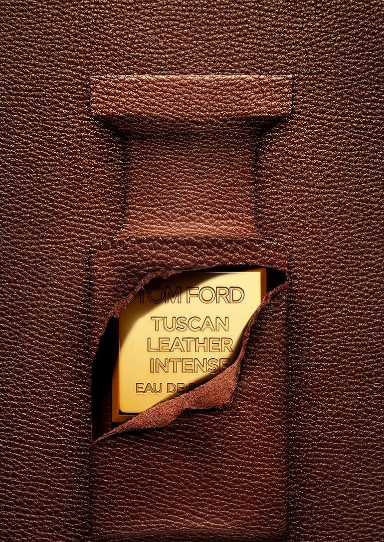 Tom Ford Tuscan Leather Intense deri içinde şişe deri yırtılmış parfüm şişesi görü...jpg