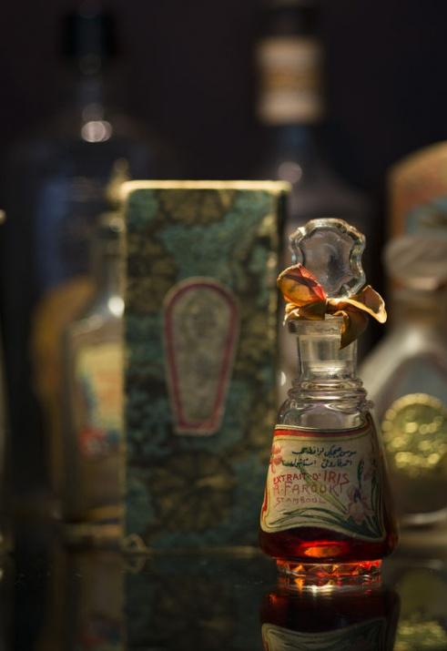 vintage farooki extrait o iris osmanlıca arapça yazı parfüm Stamboul İstamboul şişesi2c...jpg