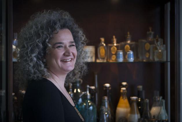 Vintage İzmir Osmanlı parfümleri ve Cumhuriyet ilk dönemler koleksiyoncu Aybala Yentürk i...jpg