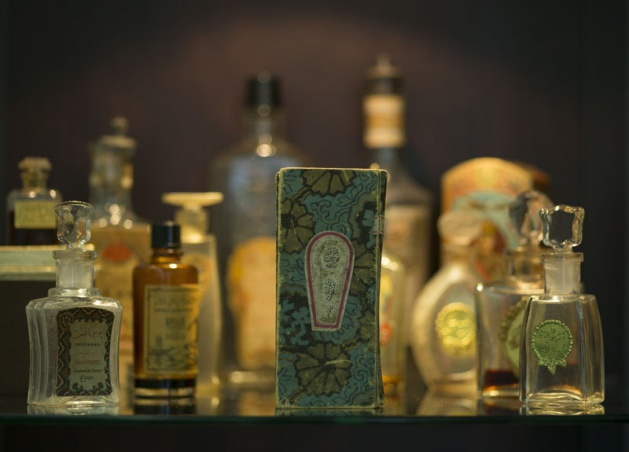Vintage Osmanlı zamanı Cumhuriyret ilk dönemlerine ait Vintage PArfümler, kokular şişele...jpg